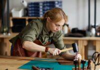 Apertura ditta individuale, immagine di una lavoratrice artigianale